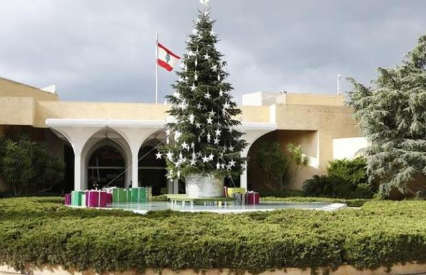 A Christmas tree is set in front of the Baabda Presidential Palace, Friday, Dec. 13, 2013. (The Daily Star/Dalati Nohra, HO)