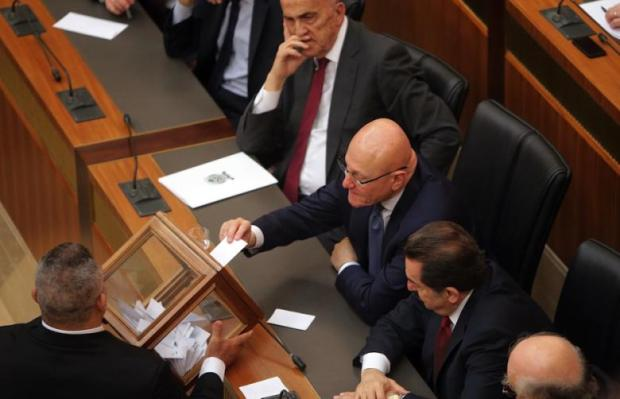 Lebanese Prime Minister Tammam Salam casts his vote to elect the new Lebanese president in the parliament building in downtown Beirut on April 23 2014 (AFP-Joseph Eid)