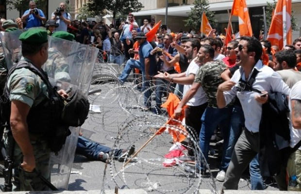 Free Patriotic Movement protesters shout at soldiers in Downtown Beirut, Thursday, July 9, 2015. (The Daily Star/Mohammed Azakir)