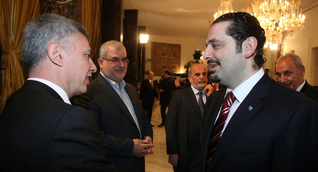 Lebanon's Prime Minister Saad al-Hariri (R) chats with Lebanese Christian politician and leader of the Marada movement Suleiman Franjieh (L) as Head of Hezbollah's parliamentary bloc Mohamed Raad (2nd L), MP Assaad Hardan (C) and Lebanon's Parliament Speaker Nabih Berri listen to them during a new session of the national dialogue between political leaders at the Presidential Palace in Baabda, near Beirut April 15, 2010. (Photo: REUTERS/Dalati Nohra)